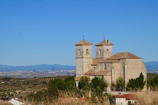 Iglesia de Campo Real y Madrid de fondo