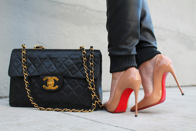 Louboutins, Christian Louboutin, Chanel, Chanel Classic, Chanel maxi, sporty chick, relaxed outfit, oversized sweater, casual outfit, canadian fashion blogger, chanel tasna, kako nositi trenerku i stikle