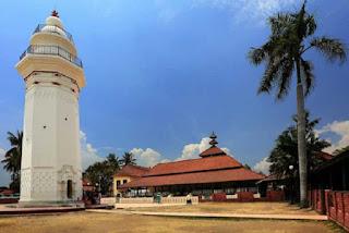 Sebutkan dan jelaskan apa saja sumber sejarah Kerajaan Banten 8  Kerajaan Banten Lengkap dan Peninggalannya