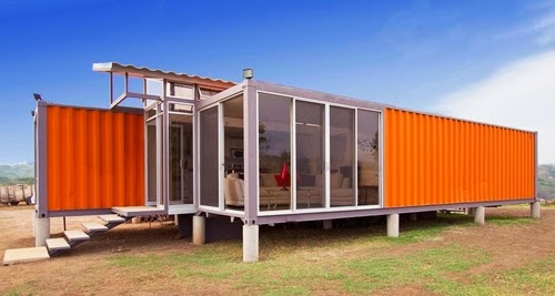 06-Day-Side-View-Recycled-Container-House-Architect-Benjamin-Garcia-San-Jose-Costa-Rica-Solar-Panels-Recycled-Metal-www-designstack-co