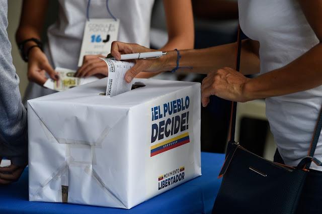 Em plebiscito, 98% rejeitam constituinte de Maduro