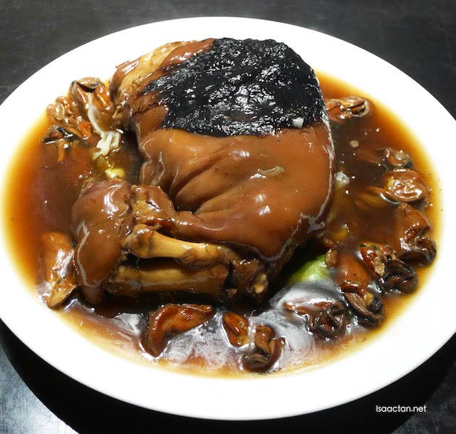 Braised Pork Knuckle with Sea Moss and Dried Oyster