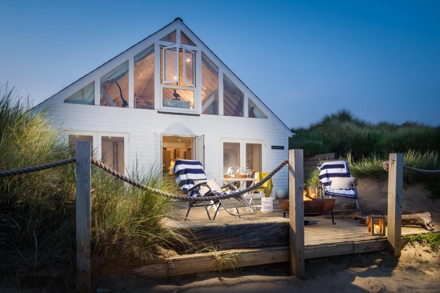 Uroczy domek tuż przy plaży, wystrój wnętrz, wnętrza, urządzanie mieszkania, dom, home decor, dekoracje, aranżacje, domek na plaży beach hause, domek letniskowy, styl nadmorski