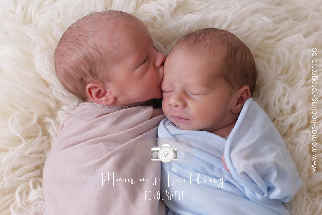 Neugeborenenfotografie Zwillinge  Mamas Liebling