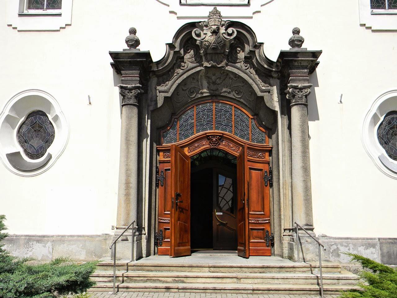 Korfantów, miejsce kultu, drzwi, schody, rzeźby