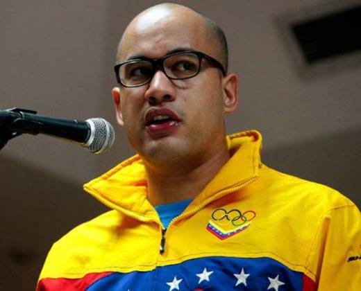 Héctor Rodríguez aseguró que hace colas para tratar de conseguir pañales y medicinas