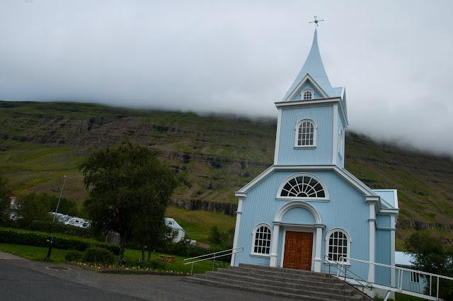 Iglesia estilo islandés