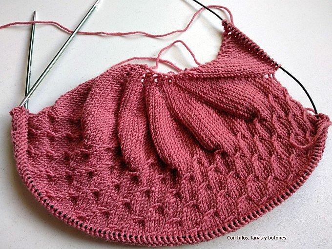 Con hilos, lanas y botones: DIY capota de punto para bebé (patrón gratis)