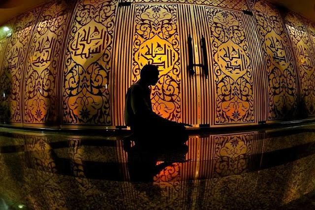 Memohon ampunan kepada Allah SWT dilakukan dengan cara shalat taubat dan memperbanyak istighfar, maka sebagai muslim wajib mengetahui tata cara shalat taubat, niat, doa dan waktu melakukannya.