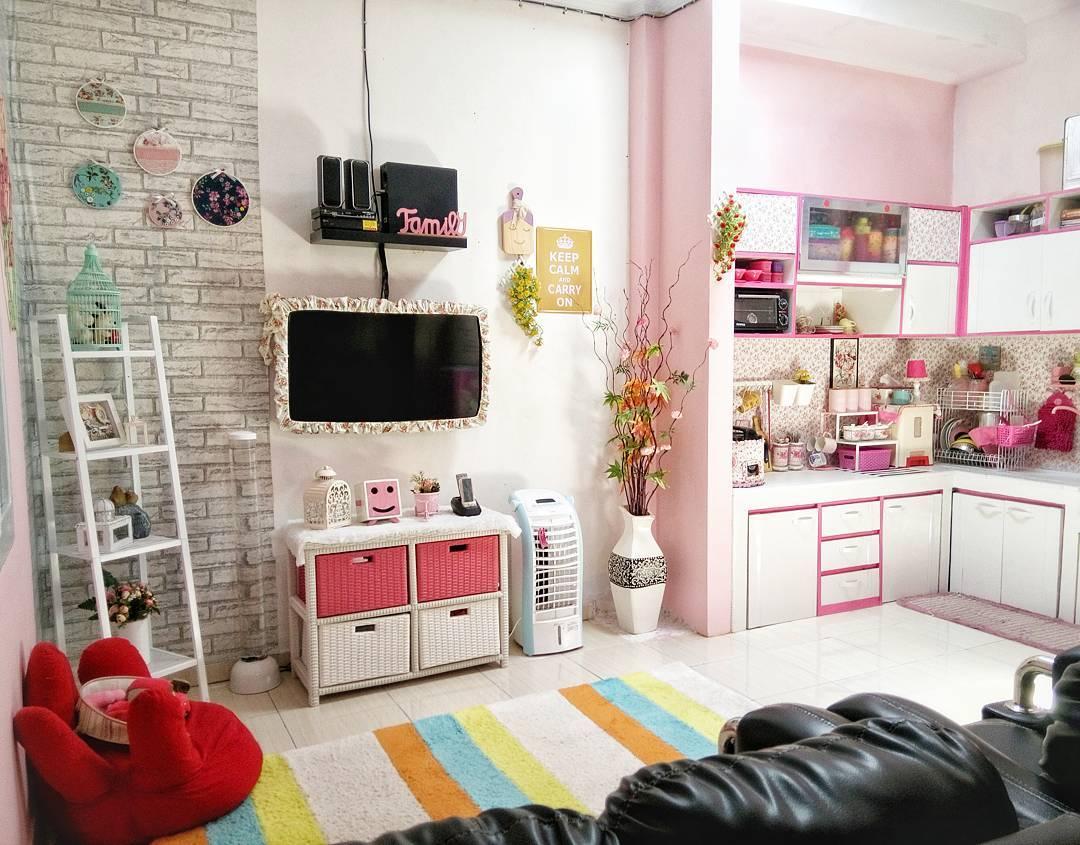 Warna Putih Dan Pink Adalah Paduan Yang Pas Dalam Dekorasi Rumah