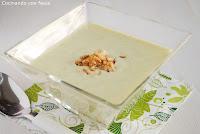 Crema de calabacin con chips de cebolla