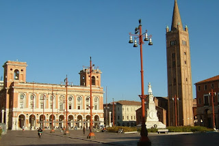 Piazza Aurelio Saffi is the main square in Forlì