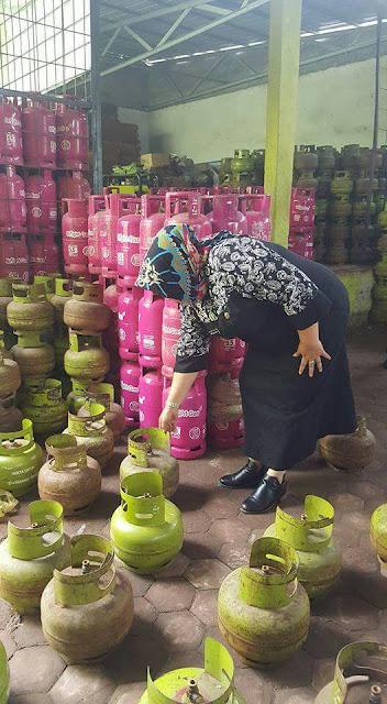 Aparatur Pemko Tanjungbalai melakukan monitoring ketersediaan gas elpiji ukuran 3 kilogram di pasaran.