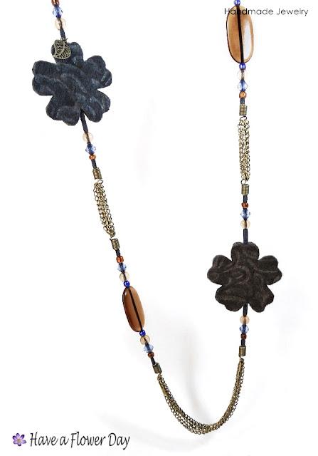 UNIA. Collar con flores fieltro grabado · Felt engraved flowers necklace