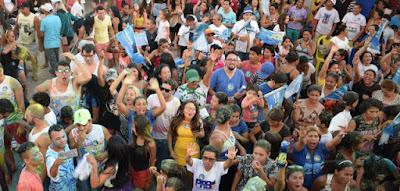 """Ponto 10: festa de luzes e de cores marcou inauguração do """"Ponto 10"""", no Areal A campanha da candidata"""
