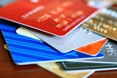 Quatro em cada dez consumidores possuem cartão de loja, mostra SPC Brasil