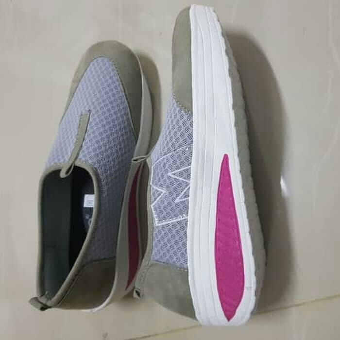 Sepatu Slip On Wanita  TERBAIK 41d9d89d5f
