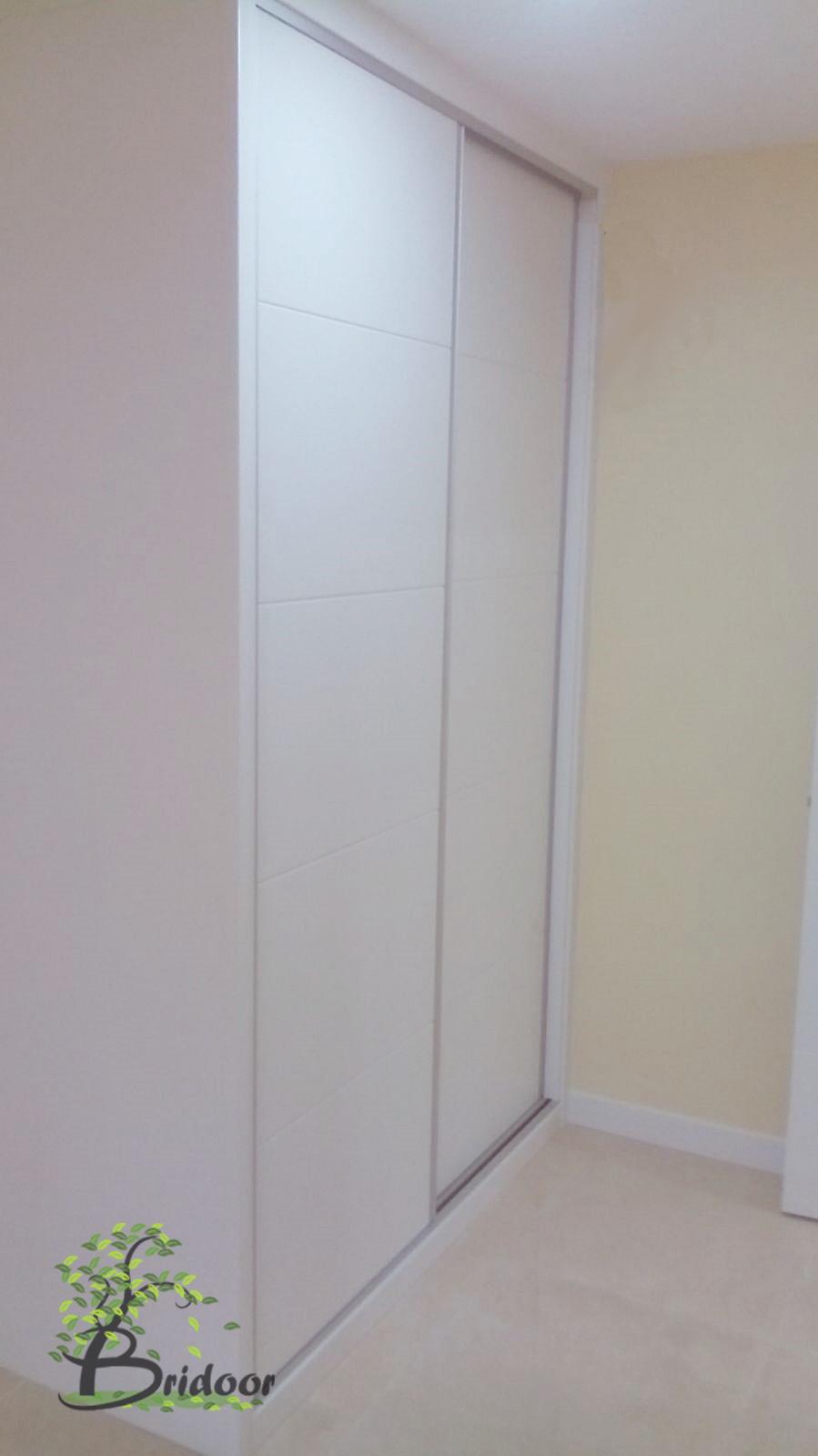 Bridoor s l vivienda con puertas y armarios lacados en la for Puertas y armarios