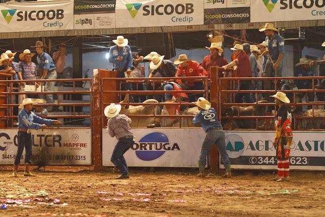 Rodeio da Expoac levará 2 cowboys para Barretos e 32 mil reais em prêmios
