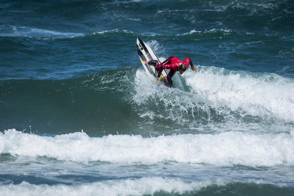 2017 Pro Zarautz Highlights Windy Surf and Blown Out Scores on Day 1