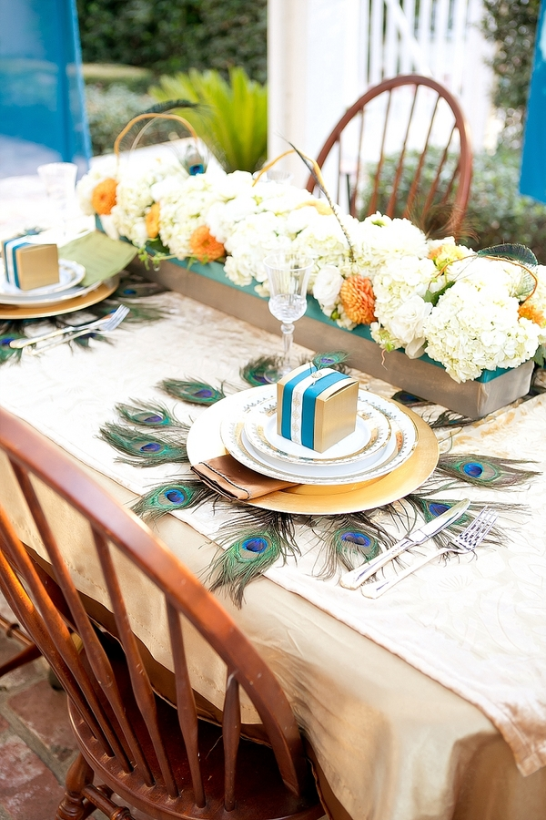 feather+wedding+theme+inspiration+blue+teal+turquoise+beige+champagne+green+reception+table+centerpiece+table+place+setting+escort+card+cards+bouquet+bridesmaids+dresses+bridal+dress+gown+meghan+wiesman+photography+18 - Show your feathers!