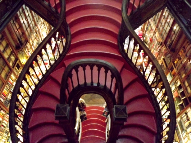 escada em caracol da Livraria Lello
