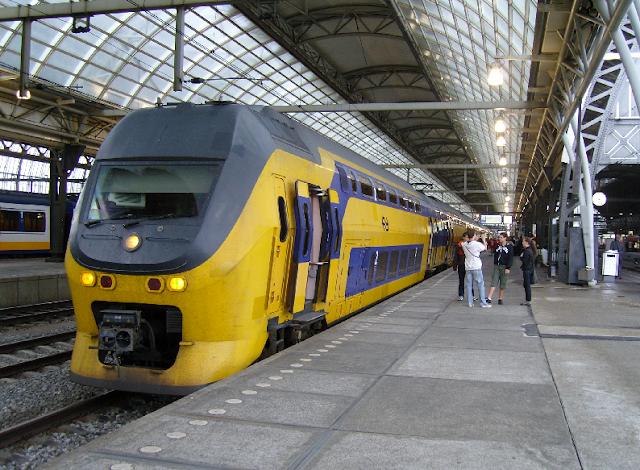 Como andar de trem em Amsterdã