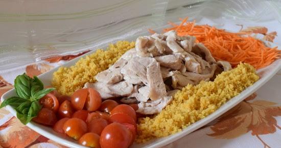 Petto di pollo al forno con cous cous di mais e verdure fresche