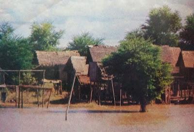 Foto Perkampungan di lembah Sungai Irawadi