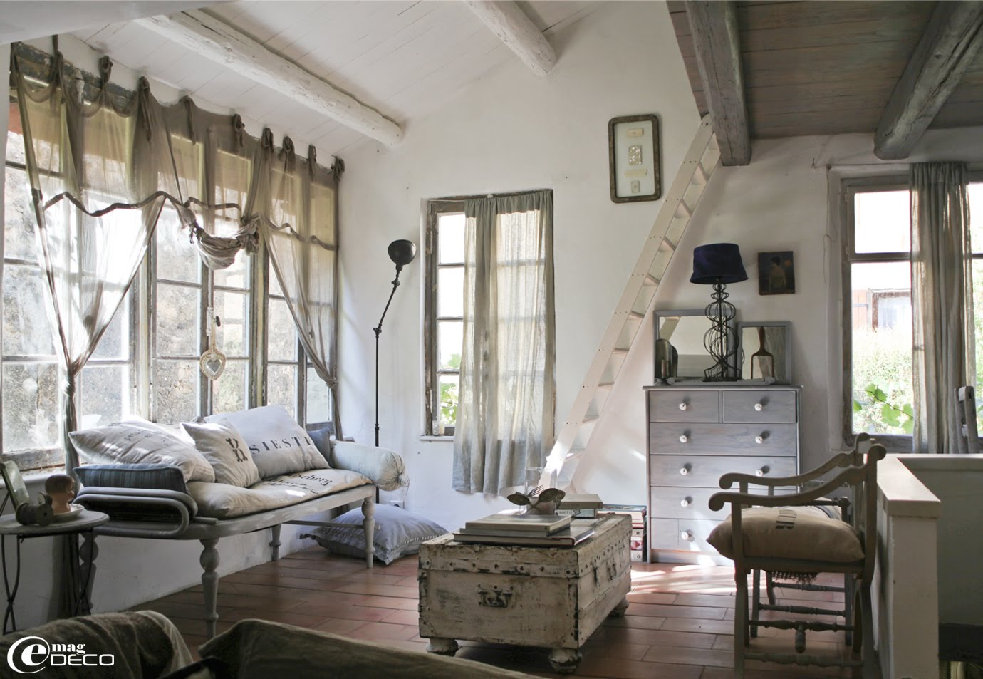 Scandinavian style in france inspiring interiors - Decoration salon style romantique ...