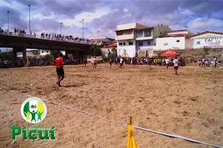 Copa de futebol de areia foi sucesso com público e desportistas