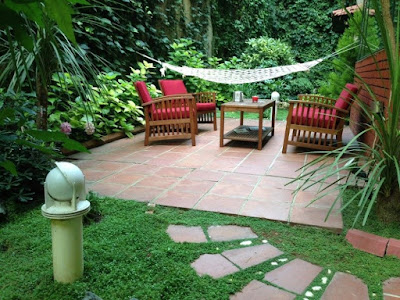 the family room blends with the comfort zone garden