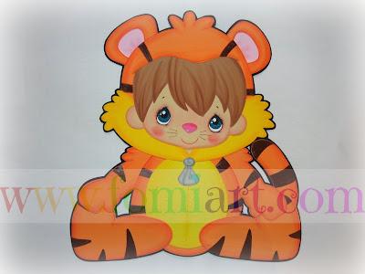 niño disfazado de tigre, primavera, fomi, foami, goma eva