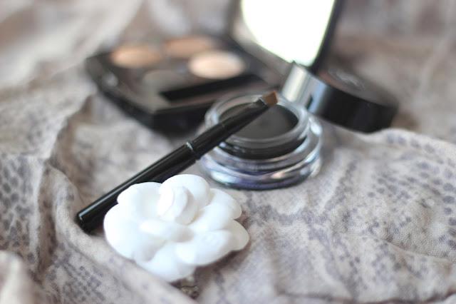 photo-chanel-calligraphie-eyeliner-pincel-ojos-maquillaje