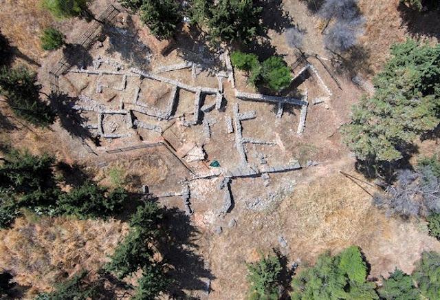 Ο λόφος Ασπίδος και τα ιερά του Απόλλωνος Δειραδιώτη και την Αθηνάς Οξυδερκούς στο Άργος