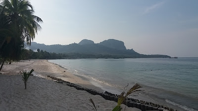 Photo of the beach on the island of Ko Mook