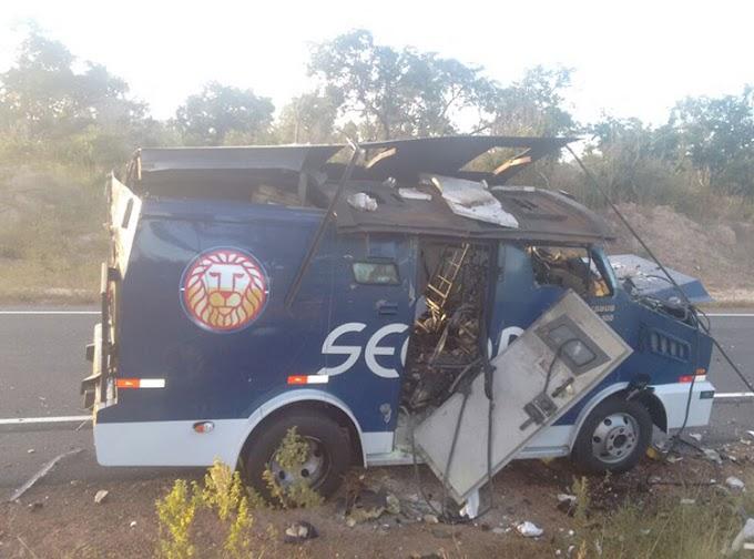 Carro-forte é alvo de explosão na PI-140; bando foge com dinheiro