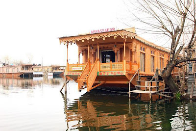 Brief Information about houseboats in srinagar kashmir