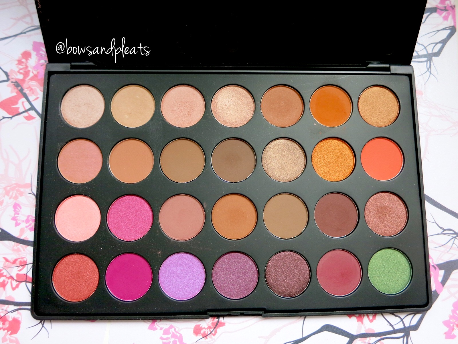 Morphe Brushes Jaclyn Hill Favourites Palette Swatches