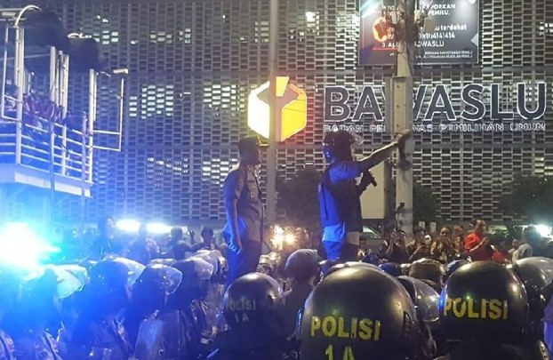 Massa yang Demo di Bawaslu Sepakat Bubar, dan di Lanjut Kembali Besok