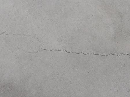 Sửa chữa vết nứt chân tóc trên tường thạch cao