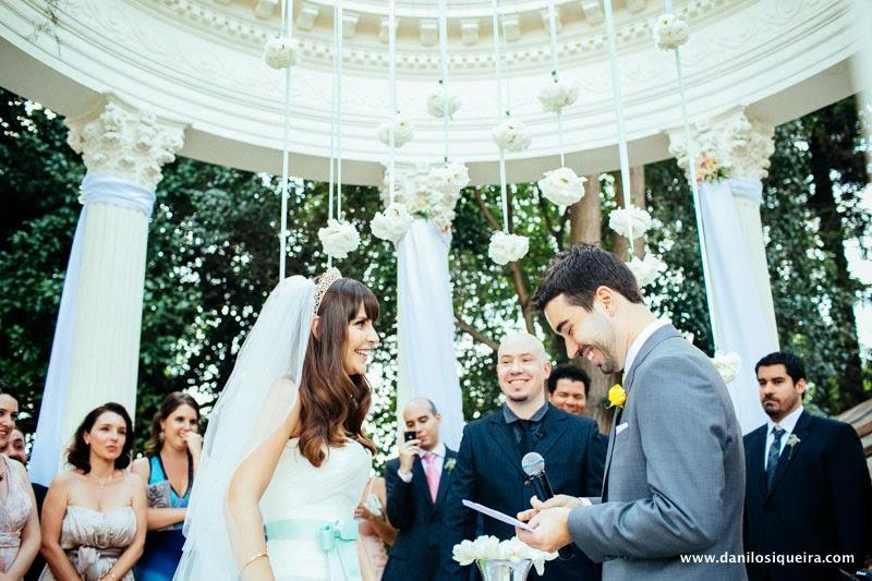cerimonia - altar - noivos - noiva cabelo solto - tiara - decoracao - palacio dos cedros - casamento azul amarelo casamento de dia - casamento ao ar livre