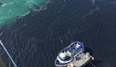 Air Terjun Niagara Berubah Menjadi Hitam dan Berbau Busuk