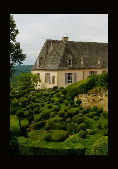 Dans les jardins de Marqueyssac, Parc du Château de Marqueyssac, 24220 Vézac, France by Christian Caffin as shared on linenandlavender.net Take me there. http://www.linenandlavender.net/p/blog-page_5.html