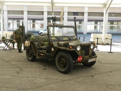 La expo de aviones tenía también vehículos.