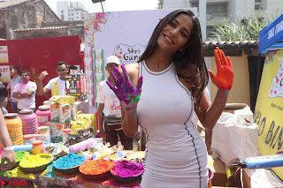 Poonam Pandey at Zoom Holi Celetion (7).JPG