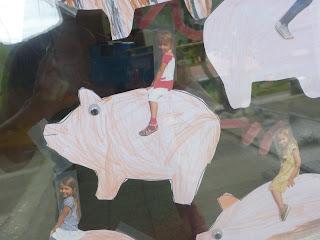 Fensterdekoration Schweine im Kindergarten