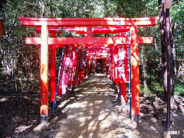 三重県熊野市「花窟神社」稲荷社・龍神社