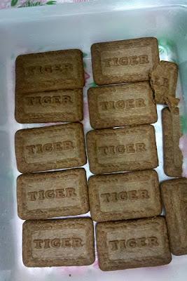 tiramisu kek , tiramisu , cara membuat kek tiramisu , tiramisu biskut tiger , bahan membuat kek tiramisu , cara mudah buat kek tiramisu,resepi tiramisu , resepi kek
