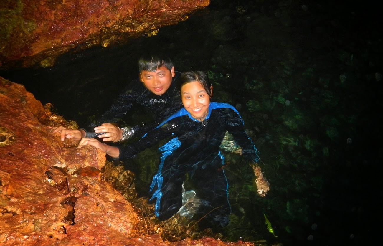 Berenang di Goa Haji Mangku